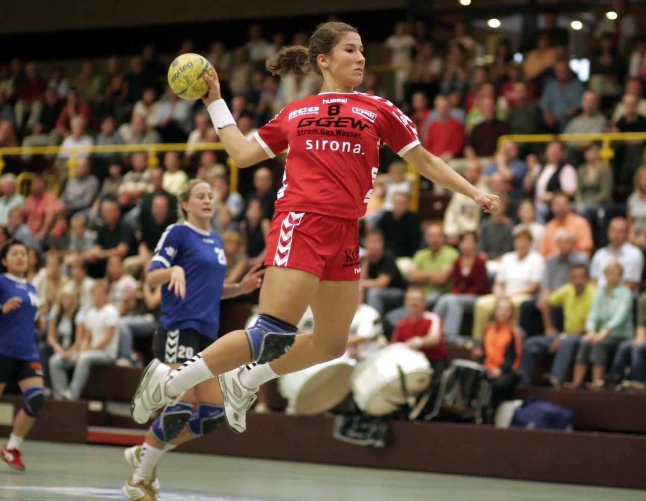 Håndballsporten  –  for  populær?